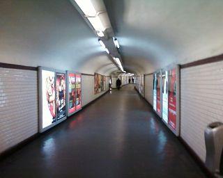 Métro-couloir-néon