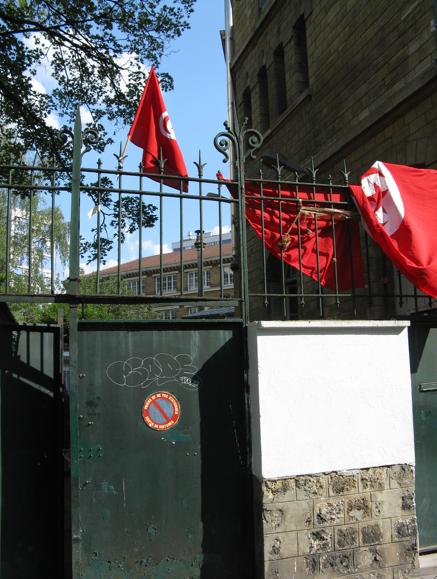 Una delle entrate del 36 di via Botzaris, un'enclave tunisina a Parigi. Foto di Fabien Abitbol, ripresa dietro autorizzazione
